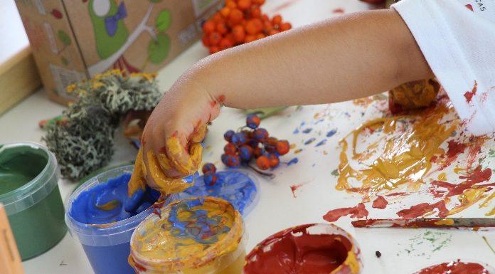Pintar o outono com dedos