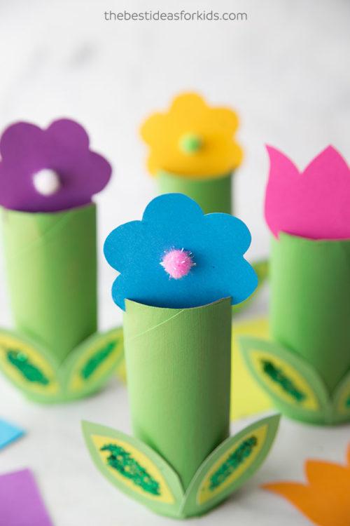 Flores com rolos papel higiénico